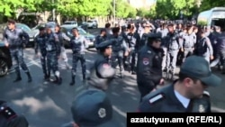 Armenia - Police arrive to Bagramian Avenue where a protest action is underway, Yerevan,16Apr,2018