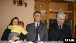 Premijer Tači u poseti porodici Slavković, Photo: Anamari Repić