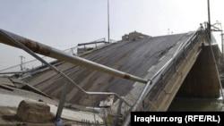 Разрушенный террористами мост в иракской провинции Анбар. 16 января 2014 года.