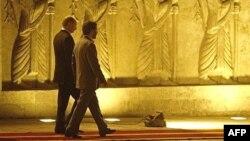 Russian President Vladimir Putin (left) and Iranian President Mahmud Ahmadinejad in Tehran (file photo)