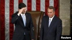 Paul Ryan salută membrii Camerei Reprezentanților după alegerea sa alături de John Boehner