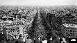 8 mai 1945, Paris.i