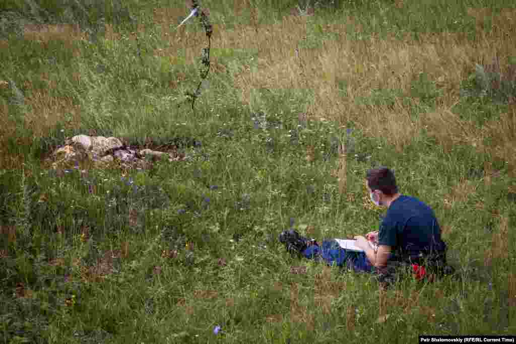 An investigator takes notes during a visit by OSCE monitors.