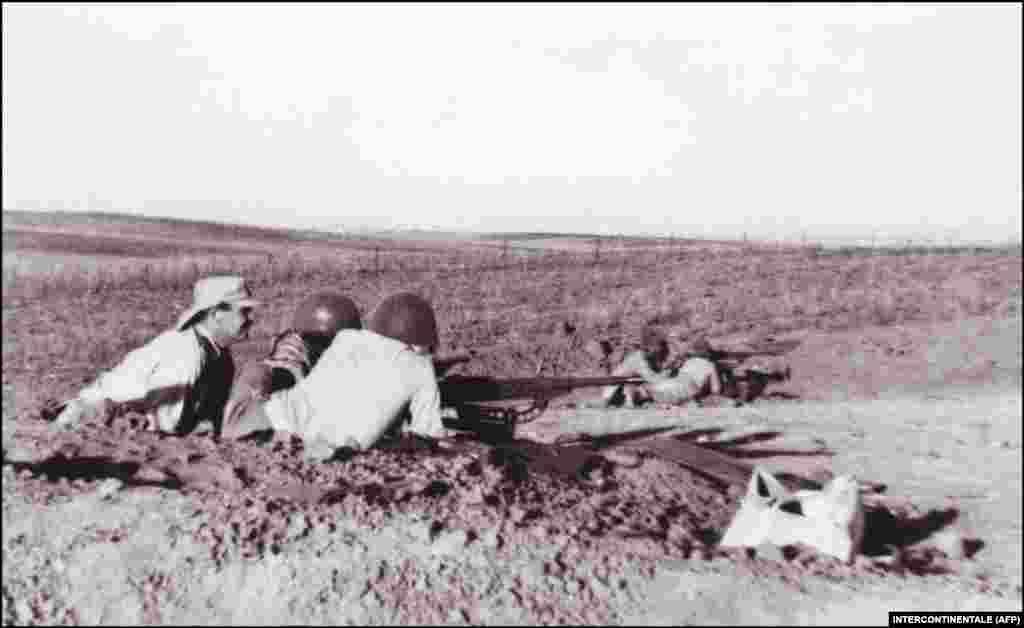 Наступного ж дня, після проголошення незалежності, низка арабських країн напала на ізраїльтян. Так розпочалася арабсько-ізраїльтянська війна 1948–1949 років