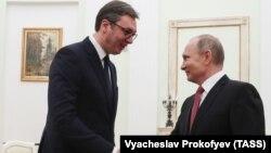 Александр Вучич (слева) и Владимир Путин
