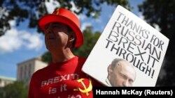 Плякат з выявай Пуціна на дэманстрацыі Brexit, Лёндан, 21 ліпеня 2020