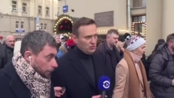 Навальный «не отравлен», но транспортировать в Германию не разрешают