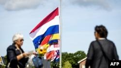 Steaguri în bernă la ceremonia de la Vijfhuizen