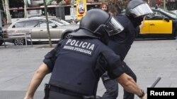 Сотрудники полиции Каталонии. Иллюстративное фото.