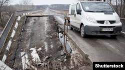 Зруйнований міст у Луганській області. Березень 2015 року. Ілюстраційне фото (©Shutterstock)