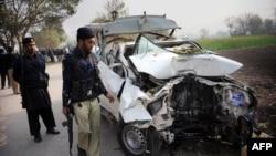 Pamje pas një eksplodimi të mëparshëm në Pakistan