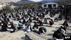Бадахшан уәлаятындағы университет студенттері. Ауғанстан, 25 қараша 2012 жыл. (Көрнекі сурет)
