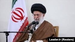 رهبر جمهوری اسلامی از آمادگی برای رفع خصومتها با کشورهای اسلامی سخن گفته است.