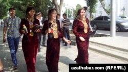 Türkmen talyp gyzlary