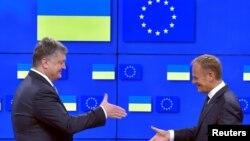 Donald Tusk və Petro Poroshenko
