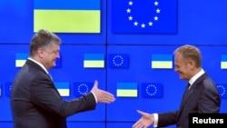 Президенти України Петро Порошенко (ліворуч) і Європейської ради Дональд Туск, Брюссель, 22 червня 2017 року