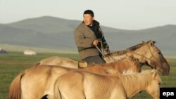 На окраине Улан-Батора, 13 июля 2006 года.