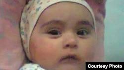Омина в младенчестве