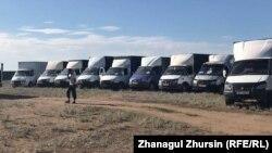 Автомашины, вставшие на протестный «отстой» на трассе Самара — Шымкент. 2 июня 2021 года.