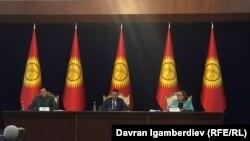 Жогорку Кеңештин президиуму. Архивдик сүрөт.