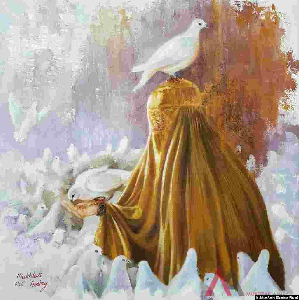 یک زن افغان در چادری، با کبوترهای آزاد