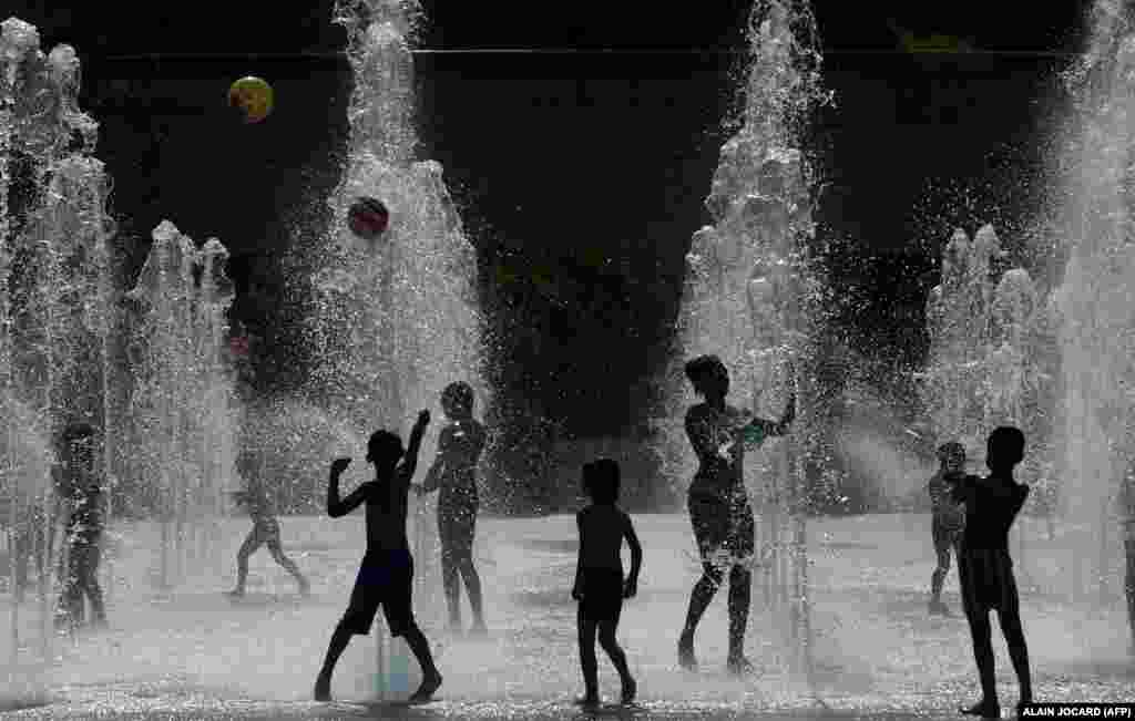 Children play with water jets at the Parc Andre Citroen in Paris. (AFP/Alain Jocard)