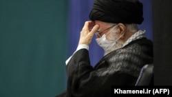 آیتالله خامنهای در ۲۴ آذر ۱۳۹۹ با درخواست دولت برای تمدید مهلت بررسی دو لایحه پیوستن به «گروه ویژه اقدام مالی» در مجمع تشخیص مصلحت نظام موافقت کرد