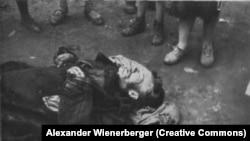 Фотография умершего во время Голодомора человека, сделанная австрийским военнопленным Александром Винербергером. Харьков, 1933 год.