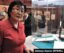 Пакизат Ауесбаева, эксперт группы исследователей рукописи №17569. Алматы, 25 ноября 2011 года.