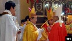 Архівне фото: висвячення нового офіційного єпископа урядової католицької організації в Китаї, 2006 рік
