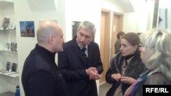 არჩილ ბეჟანიშვილი (მარცხნიდან მეორე) კოლეგებთან ერთად