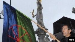 """Imagine de la demonstrația """"Opriți violența în Ungaria"""", desfășurată în fața Parlamentului de la Viena"""
