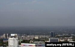 Алматының үстіндегі түтін. (Көрнекі сурет)