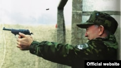 Большие шишки: авторитарные лидеры хватаются за оружие
