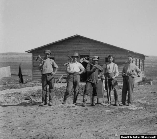 Група габрэйскіх рабочых у кібуцы ў Палестыне, 1920-1936