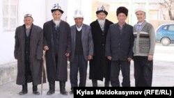 Баткендик аксакалдар. Чоң-Кара айылы, Баткен, Кыргызстан. 2016-жылдын бирдин айынын (февралынын) 24ү.