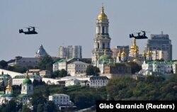 Elicoptere militare SUA deasupra Kievului.