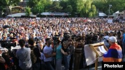Armenia - Thousands of people demonstrate against a rise in eletrcity prices, Yerevan, 19Jun2015.