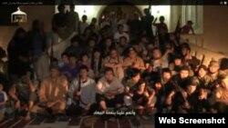 """Youtube сайтына """"Сириядағы 150 қазақ жиһадшысы"""" деп жарияланған видеодан алынған скриншот."""