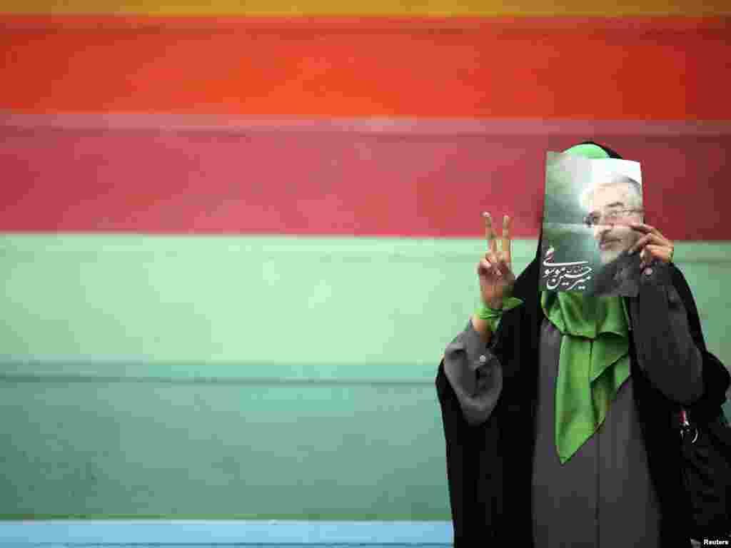 Iran, pristaša bivšeg ministra Musavija u Teheranu, 08.06.2009.