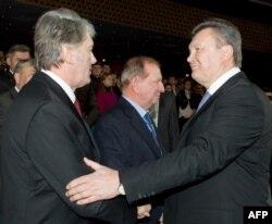 Виктор Ющенко (слева) и Виктор Янукович: противники или подельники?