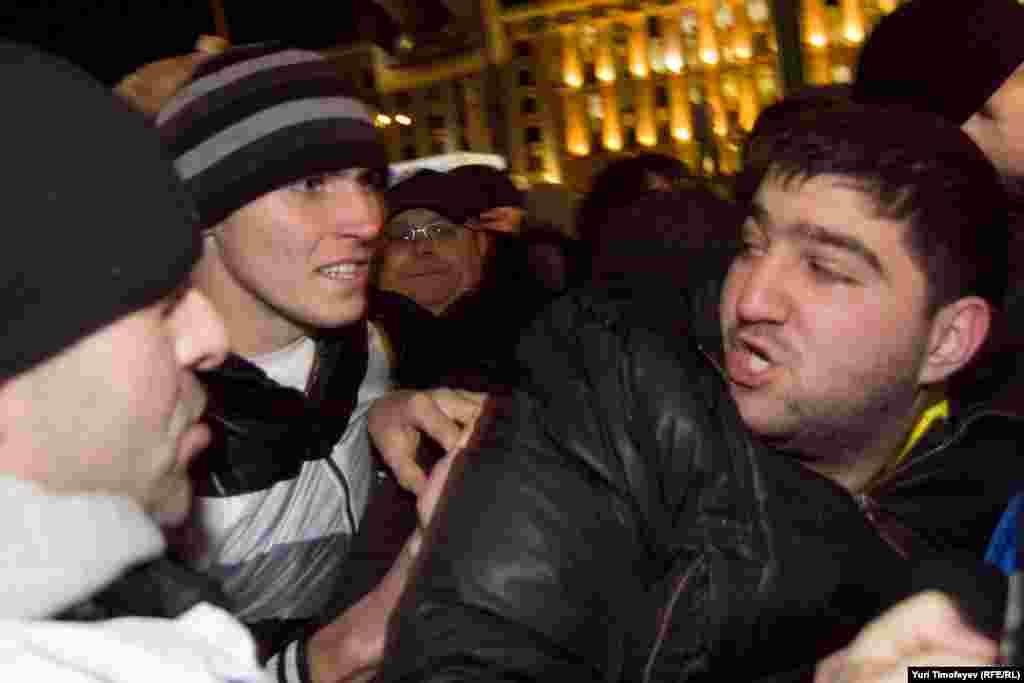 Сторонники Путина и Медведева