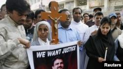 Пакистандагы христиандар азчылыктар министринин киши колдуу болушунан кийин көчөлөргө чыгышты, Хидерабад шаары, 3-март 2011-жыл
