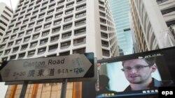 Монитор на одной из улиц Гонконга, по которому транслируется программа об Эдварде Сноудене, бывшем сотруднике Агентства национальной безопасности США. 23 июня 2013 года.