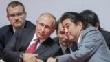 Владимир Путин и Синдзо Абэ на Восточном экономическом форуме во Владивостоке