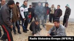 Архивска фотографија - Тутунари од село Ивањевци во близина на Битола запалија тутун во знак на протест поради ниските откупни цени.