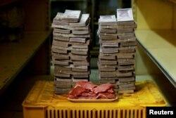 """1 килограмм мяса в Венесуэле еще в 2016 году стоил 9 500 000 """"старых боливаров"""""""