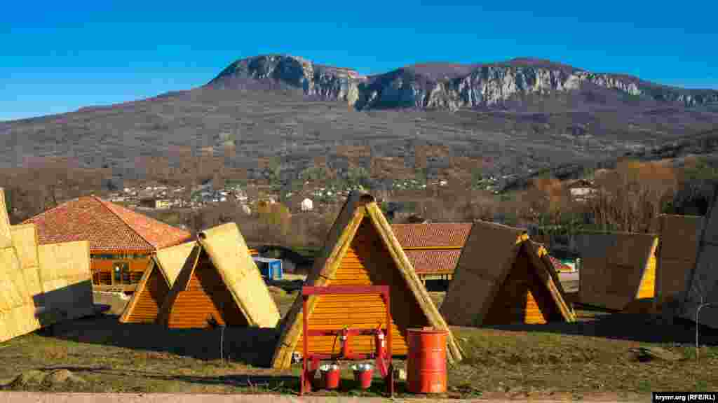 Дерев'яні будиночкив Соколиному для тих, хто любить усамітнитися