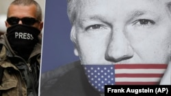 Pristalica Julian Assange na protestu u Londonu, 2. maj 2019.