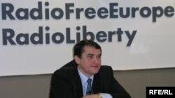 Надзвичайний і Повноважний Посол Олег Шамшур у штаб-квартирі Радіо Свобода у Вашингтоні. 16 березня 2006 р.